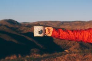 thé en voyage après avoir conservé son thé dans la boîte à thé en bois