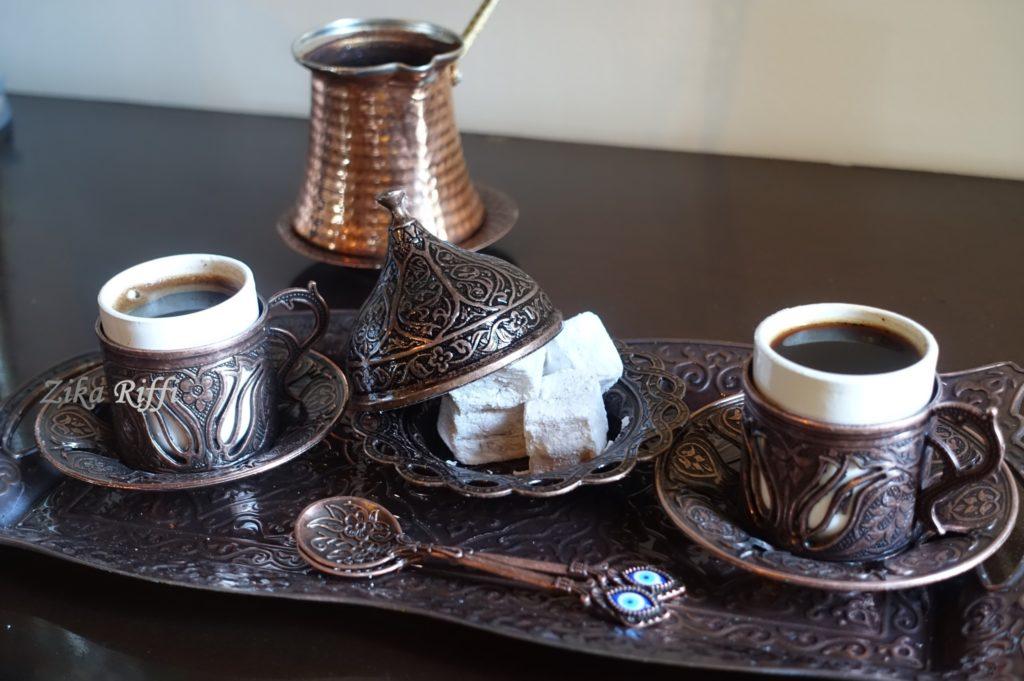 café turc avec des loukoums