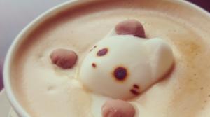 3D latte art fait grâce à un mousseur à lait