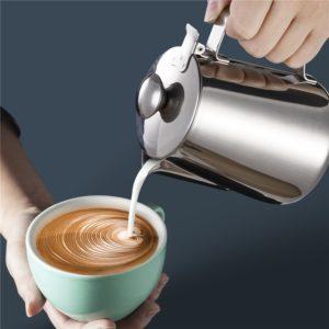 latte art avec le pichet