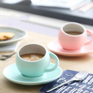 tasse à café originale avec latte art