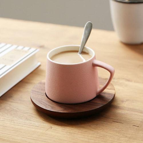Tasse en céramique avec couvercle